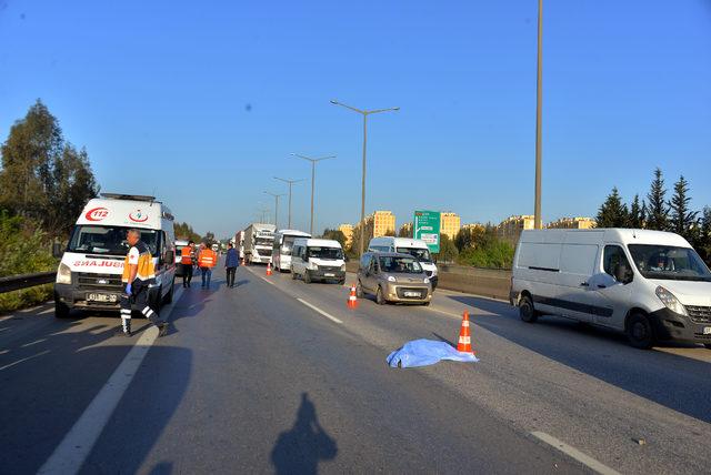 Kaza yaptı, yardım edenin aracını çaldı; yol ortasında cesedi bulundu