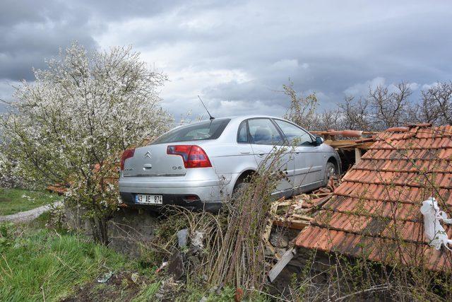 Çalındığını sandığı otomobilini, evin çatısında buldu
