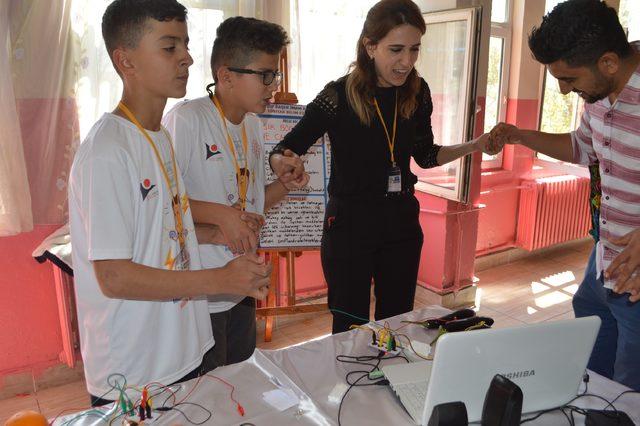 Şenobalı öğrenciler, robotik kodlama öğreniyor