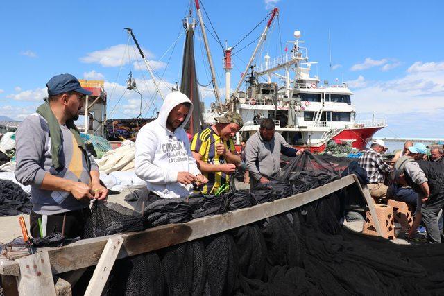 Sezonu kapatan Karadenizli balıkçılar, bakıma başladı