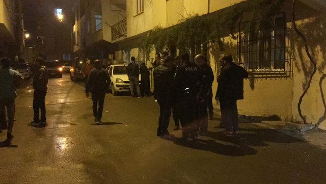 3 kişiyi bıçaklayan saldırganı mahalleli linç etmeye çalıştı