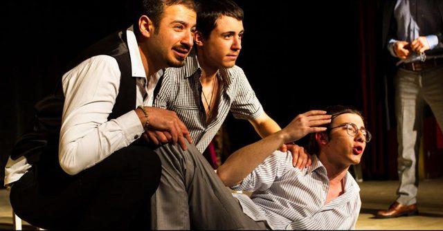 Sahne genç tiyatrocuların