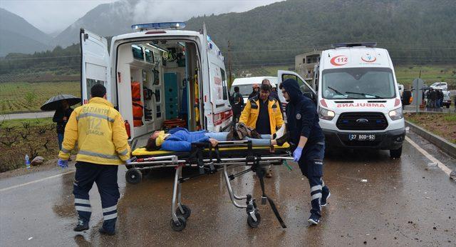 Gaziantep'te trafik kazası: 3 ölü, 13 yaralı