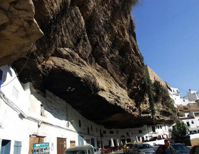 bir-kayanin-altinda-yasamak-setenil-de-las-bodegas-2
