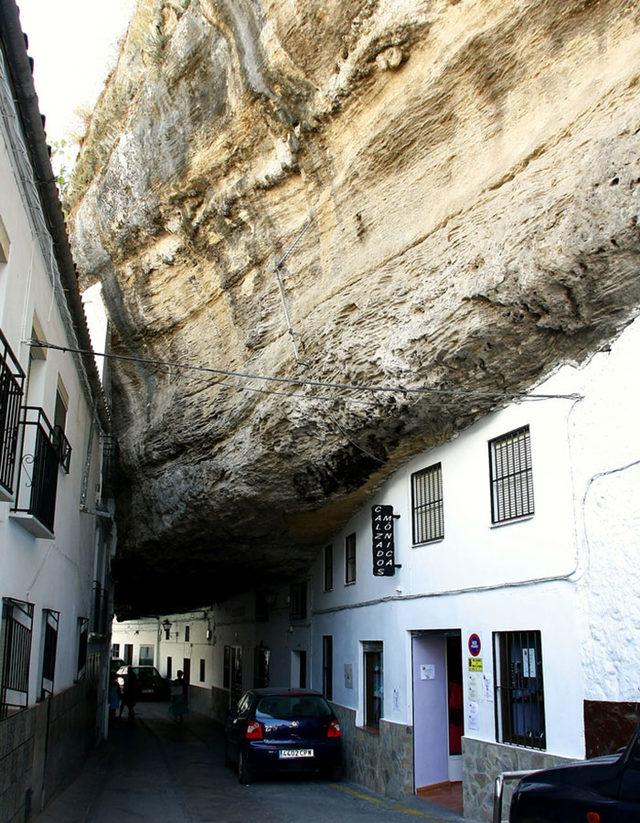 bir-kayanin-altinda-yasamak-setenil-de-las-bodegas-6