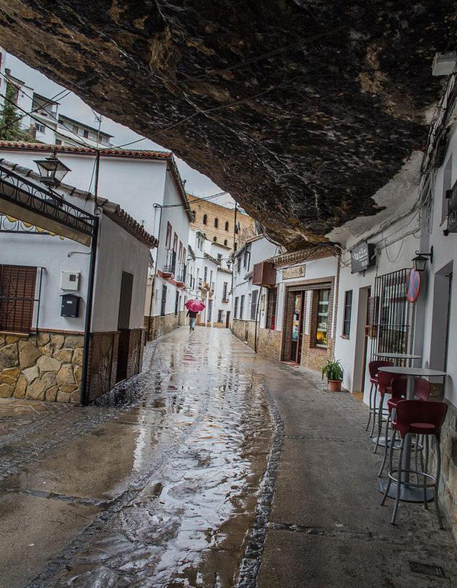 bir-kayanin-altinda-yasamak-setenil-de-las-bodegas-7