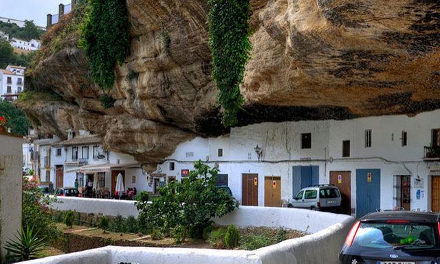 bir-kayanin-altinda-yasamak-setenil-de-las-bodegas-9