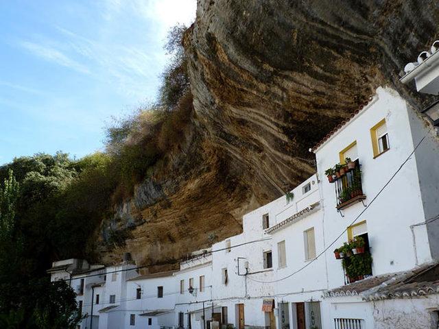bir-kayanin-altinda-yasamak-setenil-de-las-bodegas-18