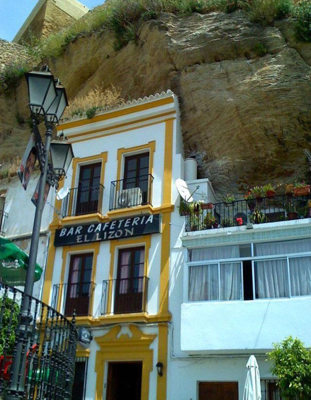bir-kayanin-altinda-yasamak-setenil-de-las-bodegas-14