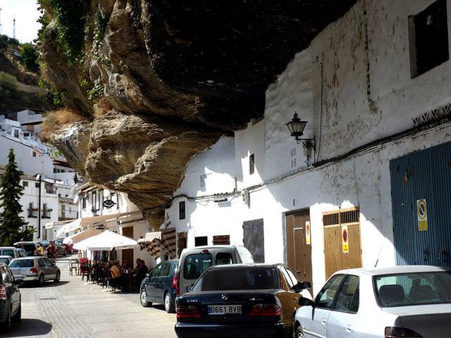 bir-kayanin-altinda-yasamak-setenil-de-las-bodegas-13