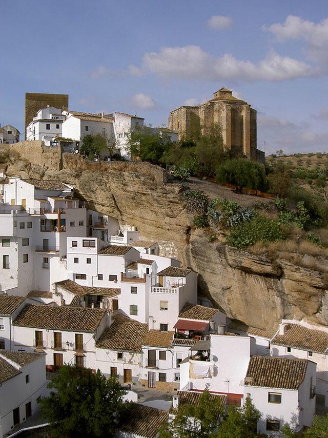 bir-kayanin-altinda-yasamak-setenil-de-las-bodegas-16