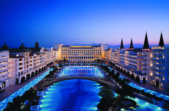 titanic-mardan-palace-aciliyor_3487_dhaphoto1