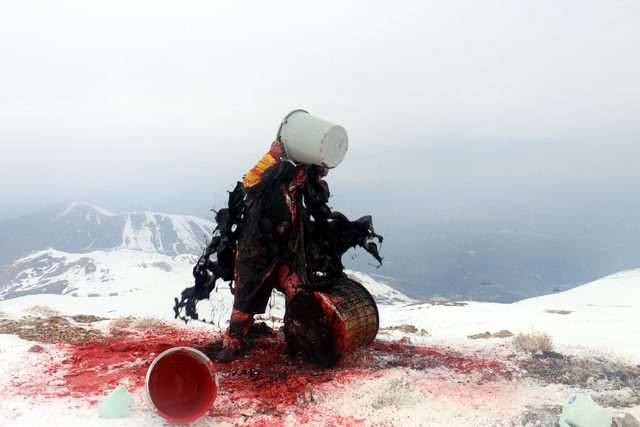 Dekandan 3 bin 200 metre yükseklikte davullu-boyalı şiddete hayır eylemi