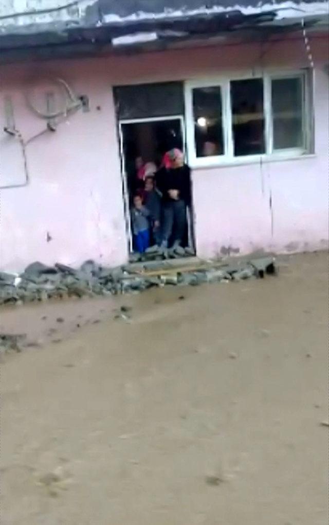 Hatay'da yağış, sel ve su baskınlarına yol açtı