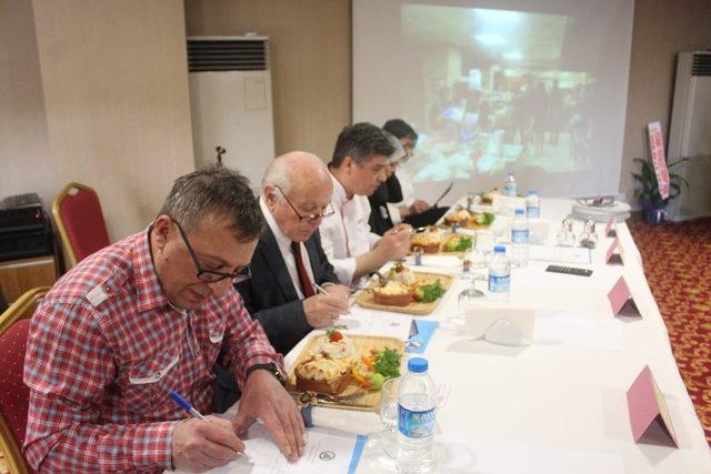 Usta adayları yemekte  yarıştı