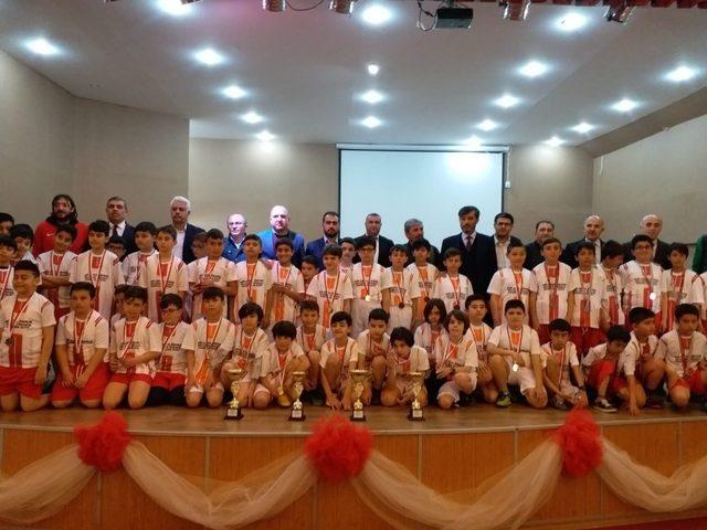 Ömer Halis Demir, futbol turnuvası sahiplerini buldu