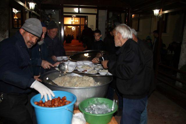 109 yıldır kandilde camide yemek ikram ediliyor