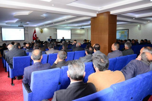 Vali Mustafa Masatlı, yeni seçilen muhtarlar için verilen eğitim programına katıldı