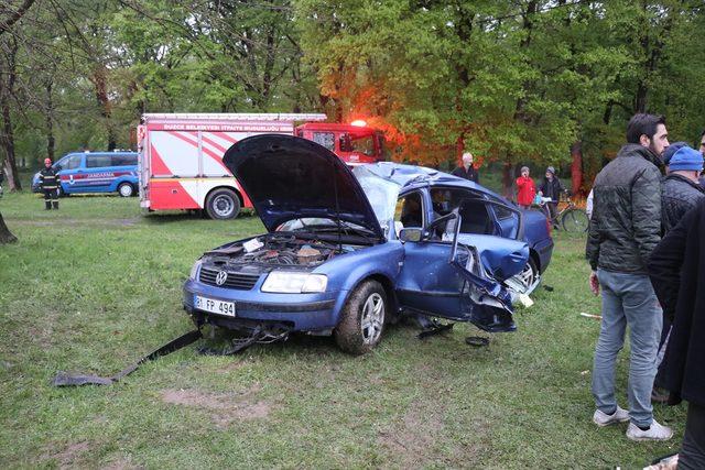 Düzce'de takla atan otomobildeki 3 kişi yaralandı<br />
