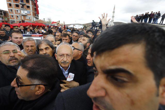 Kılıçdaroğlu'na şehit cenazesinde saldırı (3)