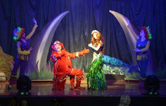 Aliağa'da 23 Nisan etkinlikleri çocuk müzikali ile başladı