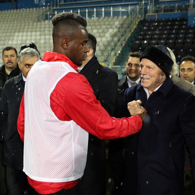 Başkan Sekmen Erzurumspor'u motive ediyor