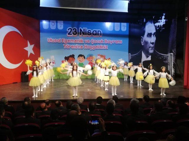 Mardin'de 23 Nisan çoşkuyla kutlandı