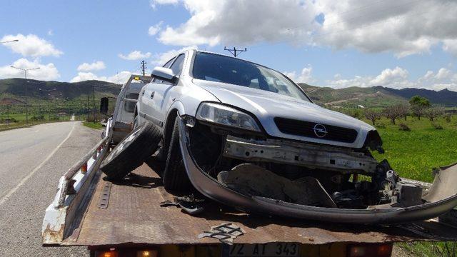 Gercüş'te çarpışan araçlarda kimsenin burnu bile kanamadı