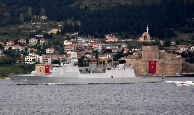İspanya savaş gemisi Çanakkale Boğazı'ndan geçti