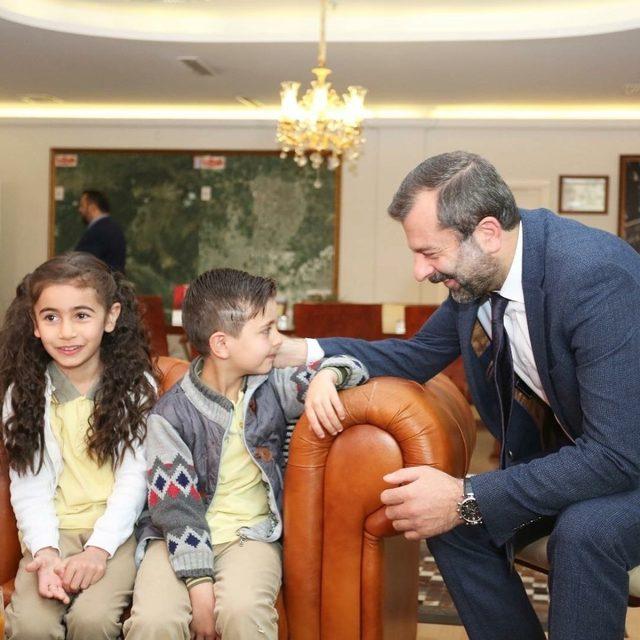 Başkan Işık'ın makamına adaşı Mustafa oturdu
