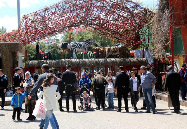 Gaziantep Hayvanat Bahçesi'ne bir günde 80 bin ziyaretçi