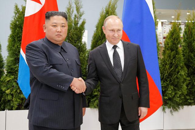 2019-04-25T043033Z_1317308038_RC1DE9A5B8F0_RTRMADP_3_NORTHKOREA-RUSSIA