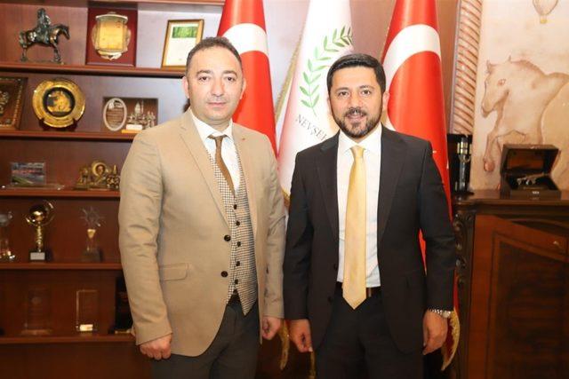 Belediye Başkanı Rasim Arı'ya tebrik ziyaretleri sürüyor