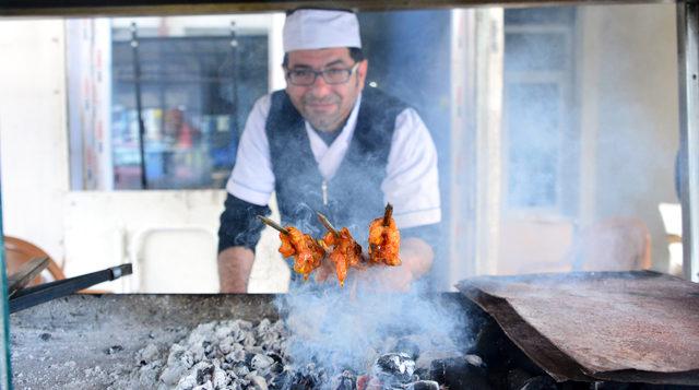 arjantin-soslu-tavuk-sarma-durum-yok-satiyor_8811_dhaphoto5