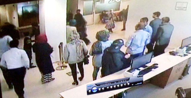 Hastanede Görevliye Tokat Attı,Özel Güvenlikten Kaçarken Cam Kapıya Çarparak Yaralandı ile ilgili görsel sonucu