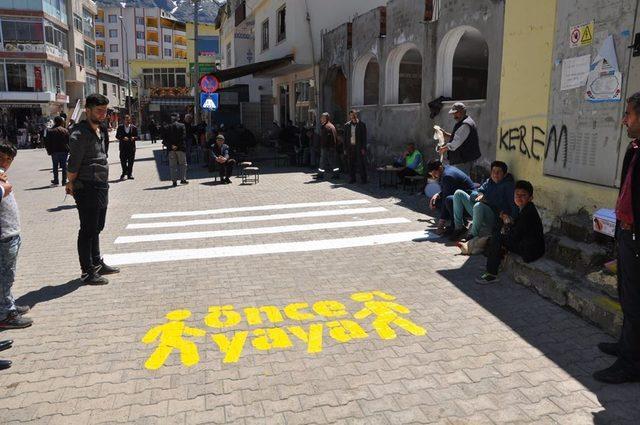 Sason caddelerine trafik işaretleri çizildi