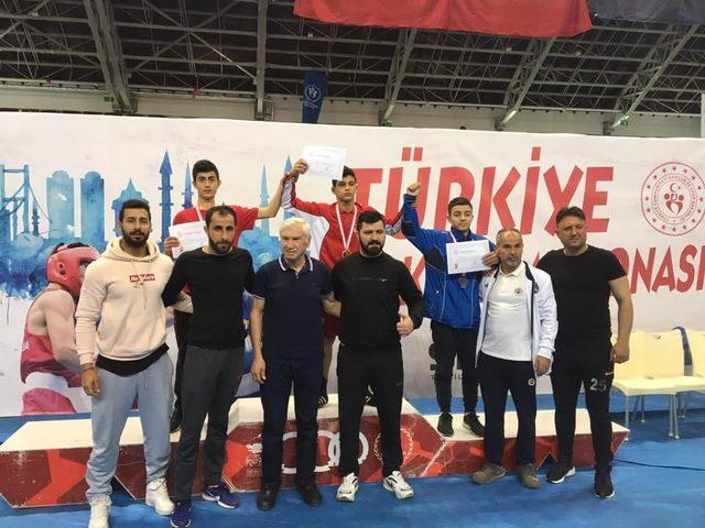 Van'ın demir yumruklu boksörü mersinden Türkiye şampiyonluğu ile döndü