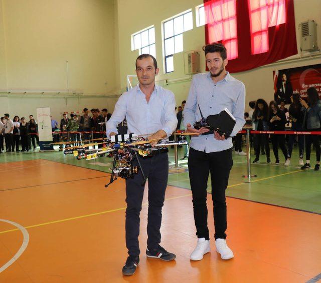 Üniversiteliler, ilaçlama yapabilen drone üretti