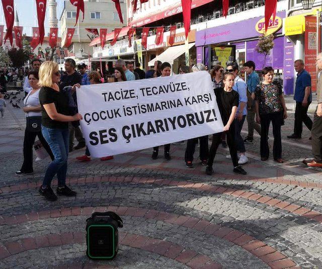 Edirneli kadınlar Küçükçekmece'deki cinsel istismarı protesto etti