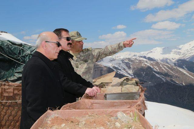 Vali Akbıyık, sınırdaki askeri üs bölgeleri ziyaret etti