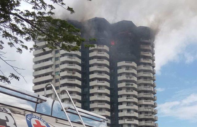 Filipinler'de plazada yangın