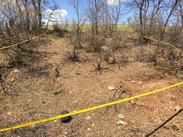 Cesedi arazide bulunan kadın, el ve ayakları bağlı olarak gömülmüş