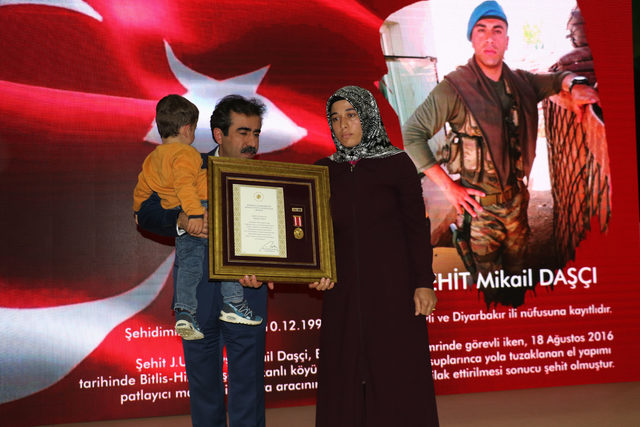 Diyarbakır'da şehit yakını ve gazilere övünç madalyası