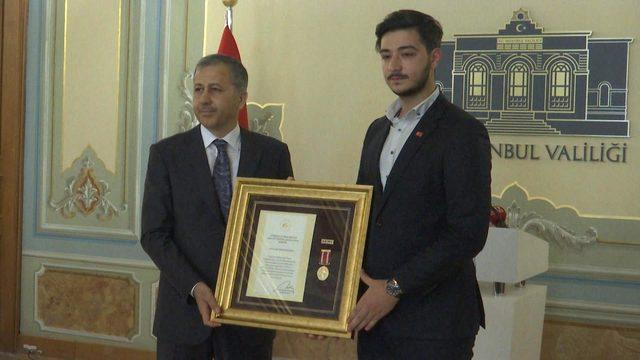 15 Temmuz gazilerine madalyalarını Vali Ali Yerlikaya taktim etti