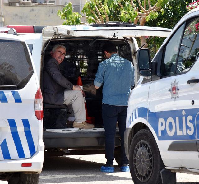 Evini teslim etmediğini iddia ettiği emlakçıyı bacaklarından vurdu