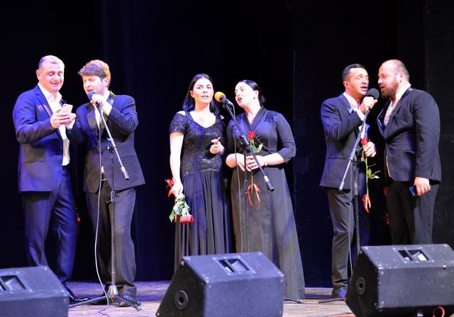 Gürcü koro, İzmir Marşı ile coşturdu
