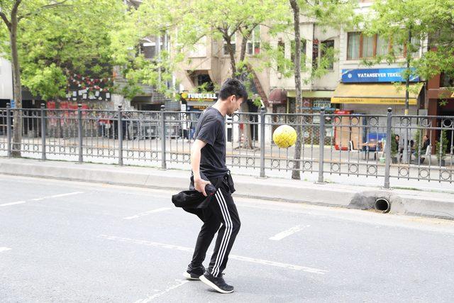 Japonların Tarlabaşı'nda futbol keyfi