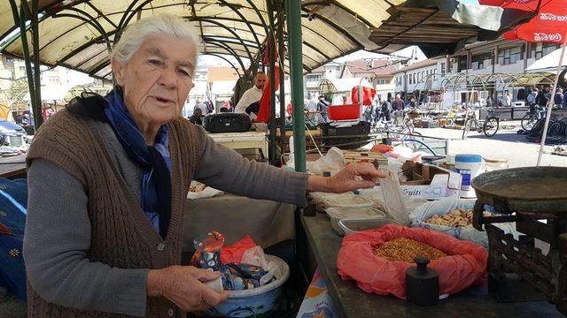 60 yıldır çalıştığı pazarın tek kadın pazarcısı