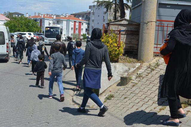 Ayvalık'ta 17 kaçak göçmen ve bir organizatör yakalandı