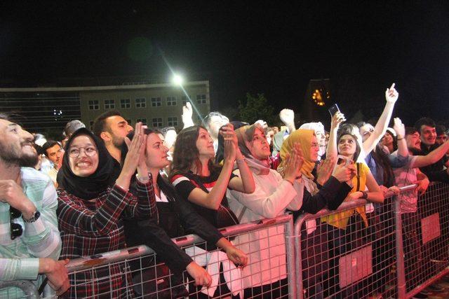 Üniversiteliler Savaş Korkmaz konseriyle coştu